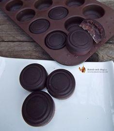 ciocolata raw cu unt de cacao/cocos Good Food, Yummy Food, Raw Vegan, Coco, Food And Drink, Tasty, Healthy Recipes, Canning, Desserts