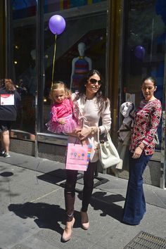 Bethenny Frankel Photos - Bethenny Frankel leaving with daughter Bryn Hoppy after throwing Bryn's birthday party at 'Dylan's Candy Bar' in New York City. - Bethenny Frankel and Daughter in NYC Dylan's Candy, Bethenny Frankel, New York City, Daughter, Bar, Birthday, Birthdays, New York, Nyc