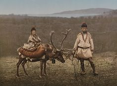 A Sami man and child in Finnmark, Norway, circa 1900 - White Wolf : Rare, old photos of indigenous Sami people showcase their ancient and traditional way of life Lappland, Folklore, Alexandre Le Grand, Vikings, Indigenous Tribes, Les Continents, Thinking Day, We Are The World, Cairns