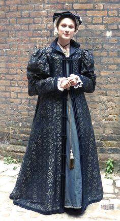 Tudor Costume - English, Early Tudor  (That Katherine Parr hat combination again)