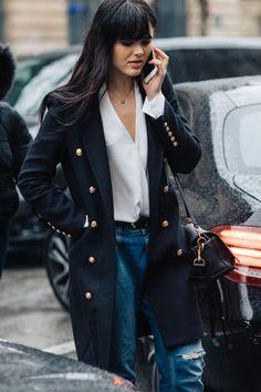 Street style à la Fashion Week automne-hiver 2017-2018 de Paris : frange Kristina Bazan