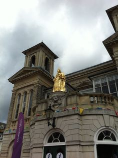 Statue of Queen Victoria in gold leaf made by sculptor Francis Bird (my great grandfather) in 1706 on the Old Town Hall on the Market Place Kingston upon Thames. Beautiful Architecture, Architecture Design, Art Photography, Travel Photography, Kingston University, Kingston Upon Thames, Kingdom Of Great Britain, Greater London, Town Hall