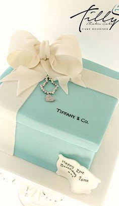 Tiffany birthday cake, box jewels, bracelet, giant bow, birthday, tilly makes cake glasgow