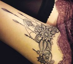 tattoo am oberschenkel, mandala, bein tattoo, tattoo motive fuer frauen