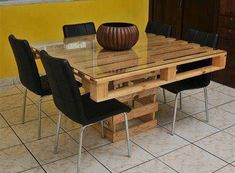 Pallet dining table making a dining table diy dining table chairs Diy Pallet Furniture, Diy Pallet Projects, Pallet Ideas, Kitchen Furniture, Pallet Sofa, Pallet Dining Table, Dining Table Chairs, Diy Table, Old Pallets