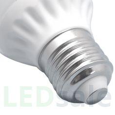 5W LED Lamppu E27. Nämä LED lamput ovat standardin kokoisia ja voit korvata niillä vanhat E27 lamppusi. Pienellä sijoituksella voit saada rahasi takaisin 6 kuukaudessa käyttämällä uusia E27 LED lamppuja. Et vain tienaa käyttämiäsi rahoja takaisin, vaan tu