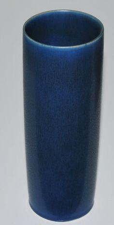 Palshus, Per & Anne Lise Linnemann Schmidt, own studi Denmark. Vase with harefur in blue on white stoneware.