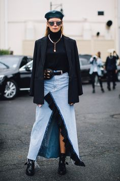 On the street at Paris Fashion Week. Photo: Imaxtree Our favorite street style looks from outside the shows over the weekend. Fashion Week Paris, Spring Fashion, Winter Fashion, Sport Style, Spring Street Style, Street Style Looks, Beret Street Style, Cool Street Fashion, Street Chic