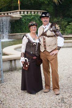 .....UNS macht dieses Outfit und die Events dazu Spaß... :-)) ....   ....jeder darf sein wie er möchte.......  http://elfia.com/events/elfia-arcen-2014/   .....ein herzliches Dankeschön,an Nies & Lydia die uns abgelichtet haben.....  ....weitere tolle Bilder des Elfia-Events und auch andere könnt ihr auf ihre Webseite sehen.....  .....http://www.nies-lydia.be/apps/photos/album?albumid=15741502......   .....Aufnahme, 20.09.2014.....