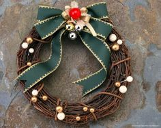 Best Christmas Wreath Ideas - Always the Holidays  http://alwaystheholidays.com/best-christmas-wreath-ideas/
