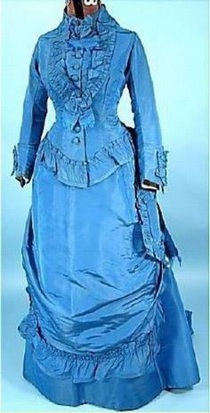 Belle robe en soie bleue