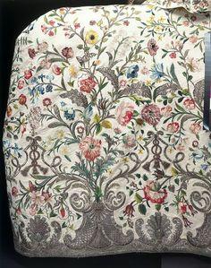 Court mantua (image 5) | England | 1740-1745 | silk, silver thread | Victoria & Albert Royal Museum | Museum #: T.260&A-1969