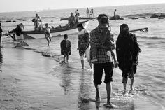 BANGLADESH. Chittagong. Going to the beach Bangladeshi style. A woman in nigab and her family enjoy a stroll on the beach. Magnum Photos Photographer Portfolio