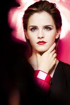 Emma Watson - she looks so similar to kristen stewart here