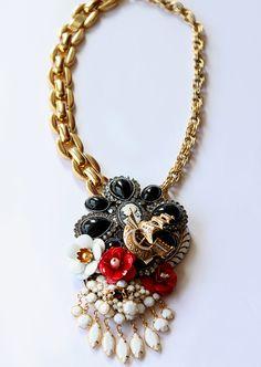 Beautiful vintage brooch necklace.