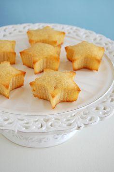 Pineapple coconut cakes with pineapple syrup / Bolinhos de coco e abacaxi com calda de abacaxi by Patricia Scarpin, via Flickr