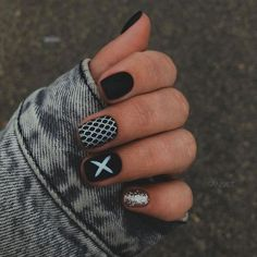 The black nail designs are stylish. Black nails are an elegant and chic choice. Color nails are suitable for… Gradient Nails, Matte Nails, Holographic Nails, Stiletto Nails, Coffin Nails, Acrylic Nails, Short Nails Art, Long Nails, Prom Nails
