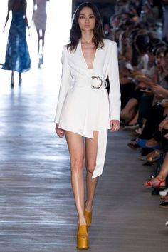 Giuliana Romanno São Paulo Spring 2015 Fashion Show White Fashion, Look Fashion, Runway Fashion, Korean Fashion, Fashion Show, Womens Fashion, Fashion Design, Fashion Trends, Vogue