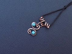 Trefoil pendant necklace with copper wire and Turquoise stones , Jewelry for men ,women , unisex necklace. Turquoise is a strengthening stone, good for exhaustion, depression, or panic attacks,it relieves stress . Turquoise is a powerful Barrier Buffer Amulet. (Please red more about