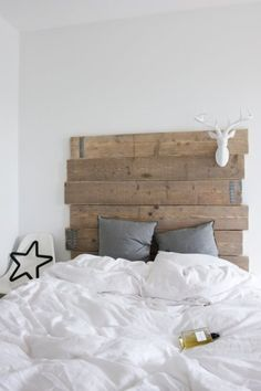 Love the idea of wood on the headboard <3