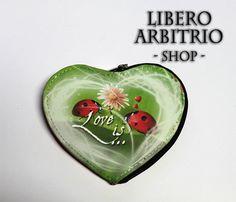 "Porta Monete ""Love is..."""