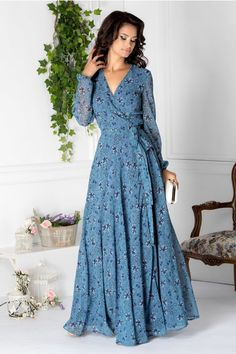 Sweet dress is nice Indian Gowns Dresses, Indian Fashion Dresses, Evening Dresses, Summer Dresses, Modest Dresses, Stylish Dresses, Casual Dresses, Chic Outfits, Fashion Outfits
