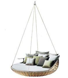 Swingrest è un divano rotondo, sostenuto da 4 cavi, e dotato di un tavolino in Corian®
