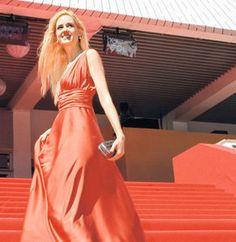 Wilma Elles Cannes film Festivalinde Beste Gurel tasarımıyla..