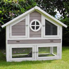 Konijnenhok Chamonix - Achterkant hok volledig van hout- Afmetingen: 120 x 62,5 x 100cm.Konijnenhok Chamonix is een echte eyecatcher. De kleurencombinatie en het model zorgen ervoor dat het hok een sieraad is in je tuin. Het ruime binnenverblijf met twee deuren geven je konijn een lekkere leefruimte en beschutting maar ook genoeg ventilatie. De speelse ren is te bereiken middels een trap en geeft je konijn nog een extra bewegingvrijheid. Door de twee deuren in de ren is je konijn ook altijd…