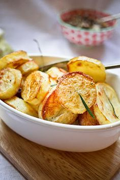 Jamie Olivers Perfect Roasted Potatoes | Kuntals Kitchen  http://www.recipefirst.info