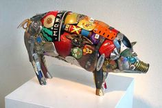 Cerdo hecho con cosas de metal recicladas