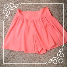 ️️⬇️REDUCED⬇️ Stylish coral shorts Absolutely love these shorts but they have been sitting in my closet and never been worn! these are a size small and I bought them in Spain from a store called Lefties. They are lightweight and in perfect condition! Lefties Shorts