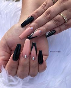 12 Trendy Black Acrylic Nails You Need To Try Black Matte Acrylic Nails, Black Ombre Nails, Black Nails With Glitter, Black Coffin Nails, Best Acrylic Nails, Rose Gold Nails, Yellow Nails, Purple Nails, Square Nail Designs