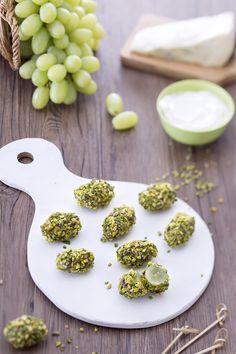 happyhour autunnale o antipasto? bocconcini d'uva al formaggio e pistacchio GialloZafferano