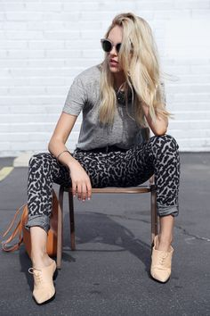 What I'd Wear& The Outfit Database (source& Peave Love Shea ) Love these pants Leopard Print Pants, Print Jeans, Leopard Prints, Best Jeans For Women, Types Of Jeans, Casual Outfits, Fashion Outfits, All About Fashion, White Fashion