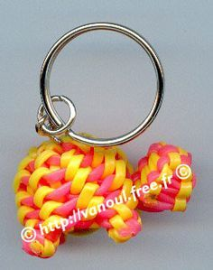 Keychain turtle made out of Scoubi-Doggle (Aka Scoubidou, Boondoggle, gimp, rexlace) String Crafts, Wire Crafts, Rainbow Loom, Gimp Bracelets, Paracord Bracelets, Creeper Minecraft, Plastic Lace Crafts, Crafts To Make, Fun Crafts