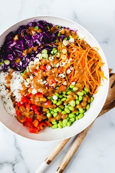 This Thai peanut crunch salad is full of crunchy veggies, fragrant jasmine rice, and drenched in the best homemade peanut sauce. It's easy to make and a great meal prep recipe. Raw Vegetables, Veggies, Homemade Peanut Sauce, Vegetarian Recipes, Healthy Recipes, Yummy Recipes, Cooking Recipes, Fitness Meal Prep, Salad Recipes