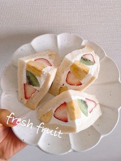 おもてなしにも!フルーツサンドイッチ Cute Food, Yummy Food, Easy Cooking, Cooking Recipes, Fruit Sandwich, Brunch Cafe, Mini Tortillas, Sweets Recipes, Desserts
