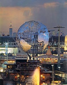 View of the 1964 World's Fair in New York at dusk with the Unisphere and the Empire State Building. Taken from atop the Fair's Better Living Pavillion. Photo by John G. Queens Nyc, Swinging London, Vintage New York, Mid Century Art, World's Fair, Art For Art Sake, Historical Pictures, Retro Futurism, Zimmerman