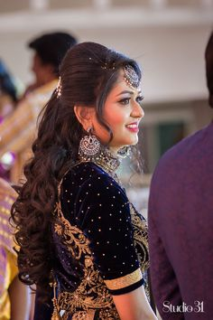 Still searching for the perfect hairdo for your big day? Let these beautiful styles act as your muse that will leave you wanting to be tressed to impress. South Indian Wedding Hairstyles, Bridal Hairstyle Indian Wedding, Bridal Hair Buns, Bridal Hairdo, Hairdo Wedding, Long Hair Wedding Styles, Indian Hairstyles, Long Hair Styles, Lehenga Hairstyles