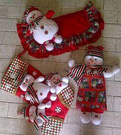 navideño Felt Christmas Decorations, Felt Christmas Ornaments, Christmas Items, Christmas Snowman, Christmas Diy, Christmas Wreaths, Holiday Decor, Merry Christmas, Snowman Crafts