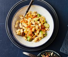 Mac'n Cheese mit Rosenkohl Couscous, Risotto, Pasta Salad, Macaroni And Cheese, Ethnic Recipes, Food, Macaroni, Brussels Sprouts, Red Peppers