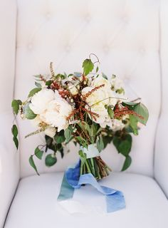 wedding bouquet | pretty natural and neutral bridal bouquet | a sweet wine country vineyard wedding with modern touches