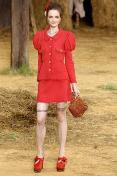 Chanel Spring 2010 Ready-to-Wear Collection Photos - Vogue