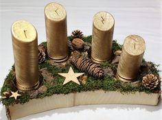 Adventskranz - Adventsgesteck Holz Natur Holzscheibe gold - ein Designerstück von CharLen-Dorit bei DaWanda