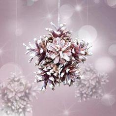 Estrela feita com pinhas clareadas