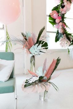 It's trending: Sweet Tropicana - It's trending: Sweet Tropicana DIY Inspiration – Love these paper leaves & feathers to die-for party decoration! It's trending: Sweet Tropicana-Eclectic Trends Flamingo Party, Flamingo Baby Shower, Paper Leaves, Paper Flowers, Photowall Ideas, Tropical Home Decor, Tropical Interior, Tropical Colors, Tropical Furniture