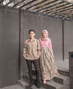 Diy fashion hijab New Ideas Diy Fashion Hijab, Batik Fashion, Abaya Fashion, Muslim Fashion, Fashion Outfits, Kebaya Modern Hijab, Kebaya Hijab, Kebaya Dress, Kebaya Muslim