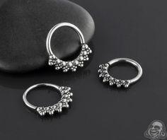 Beaded rays septum seamless ring