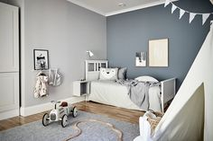 kleinkind zimmer For my latest home tour I'm taking you to the Swedish city of Gothenburg for a peek at a beautiful grey and white apartment that's brimming with inspiration for simpl Grey Boys Rooms, Boys Bedroom Colors, Bedroom Color Schemes, Kids Rooms, Bedroom Ideas, Boys Bedroom Paint, Kids Room Paint, Chambre Nolan, Interior Room Decoration